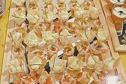 Wachteleier mit Crème fraîche und Forellenkaviar im Filoteigkörbchen 4
