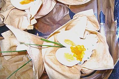 Wachteleier mit Crème fraîche und Forellenkaviar im Filoteigkörbchen 14