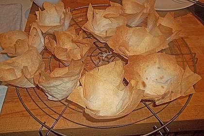 Wachteleier mit Crème fraîche und Forellenkaviar im Filoteigkörbchen 11