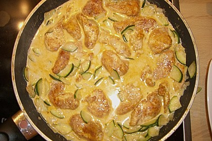Urmelis Hähnchenbrust in Zucchini - Curry - Sahne - Sauce 69