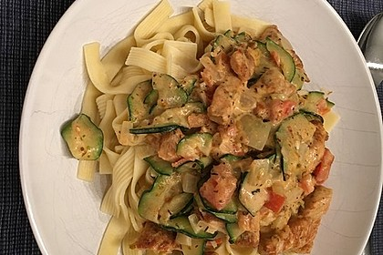 Urmelis Hähnchenbrust in Zucchini - Curry - Sahne - Sauce 13