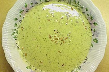 Rucolacremesuppe mit gerösteten Pinienkernen 12