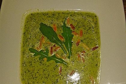 Rucolacremesuppe mit gerösteten Pinienkernen 20