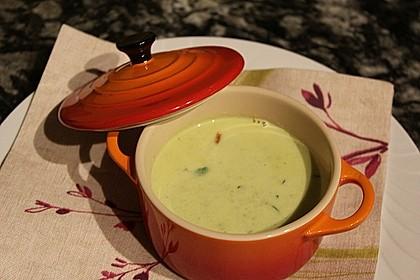 Rucolacremesuppe mit gerösteten Pinienkernen 4