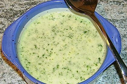 Rucolacremesuppe mit gerösteten Pinienkernen 22