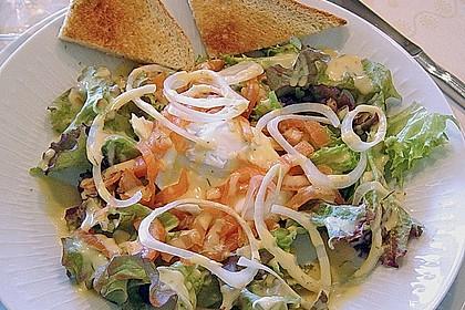 Pochierte Eier im Salatnest mit Räucherlachsstreifen und Kresse 3