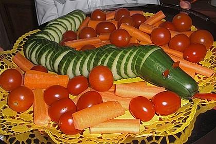Gurkenschlange im Gemüsebeet 22