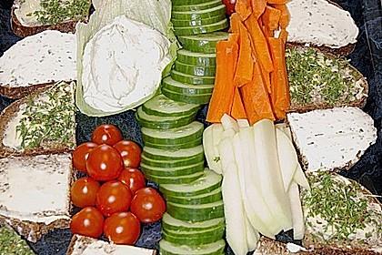 Gurkenschlange im Gemüsebeet 25