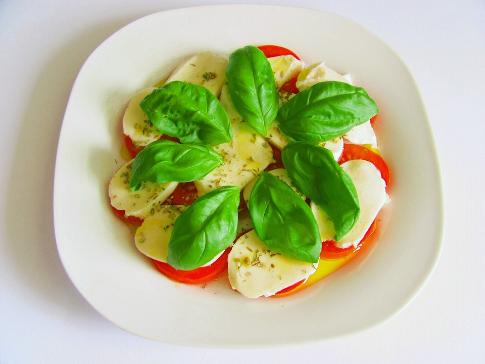 tomaten mit mozzarella ein sehr leckeres rezept. Black Bedroom Furniture Sets. Home Design Ideas