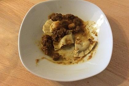 Ravioli, gefüllt mit Mozzarella, getrockneten Tomaten und Rucola 37