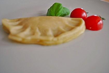 Ravioli, gefüllt mit Mozzarella, getrockneten Tomaten und Rucola 44