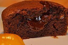 Warme Schokoladenkuchen mit Aprikosenkompott