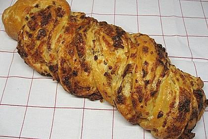 Schwäbischer Zopf mit Schinken - Käsefüllung 3