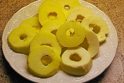 Apfelküchle in Bierteig 5