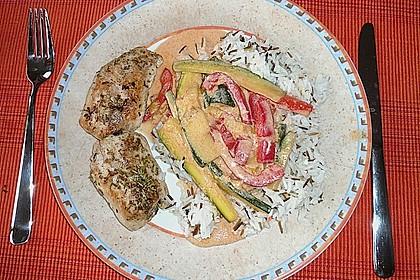 Putenmedaillons in cremiger Gemüsesauce mit Gelbreis 43