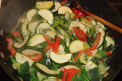 Putenmedaillons in cremiger Gemüsesauce mit Gelbreis 12