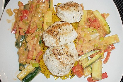 Putenmedaillons in cremiger Gemüsesauce mit Gelbreis 74