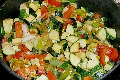 Putenmedaillons in cremiger Gemüsesauce mit Gelbreis 28