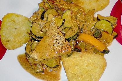 Putenmedaillons in cremiger Gemüsesauce mit Gelbreis 31