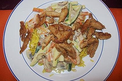 Putenmedaillons in cremiger Gemüsesauce mit Gelbreis 46