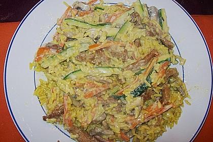 Putenmedaillons in cremiger Gemüsesauce mit Gelbreis 55