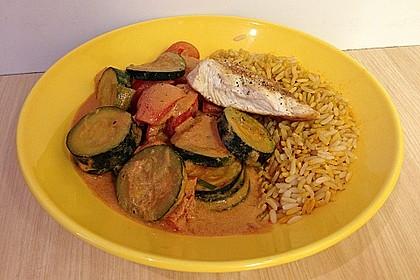 Putenmedaillons in cremiger Gemüsesauce mit Gelbreis 49