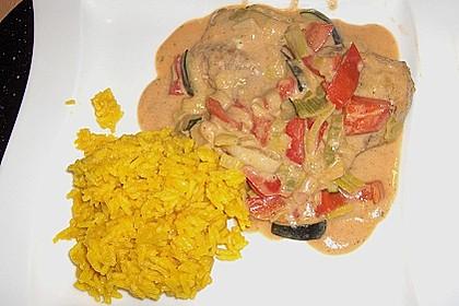 Putenmedaillons in cremiger Gemüsesauce mit Gelbreis 44