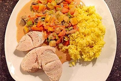 Putenmedaillons in cremiger Gemüsesauce mit Gelbreis 17