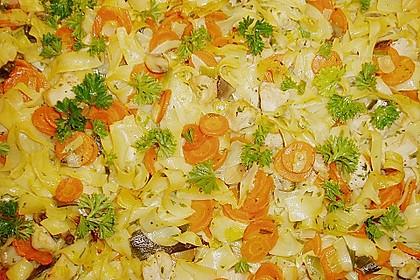 Mit Gemüse überbackenes Putenfleisch