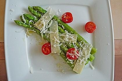 Marinierter Spargel mit Kirschtomaten und gehobeltem Parmesan 8
