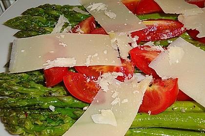 Marinierter Spargel mit Kirschtomaten und gehobeltem Parmesan 7