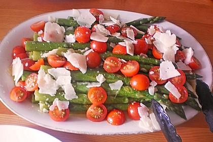 Marinierter Spargel mit Kirschtomaten und gehobeltem Parmesan 20