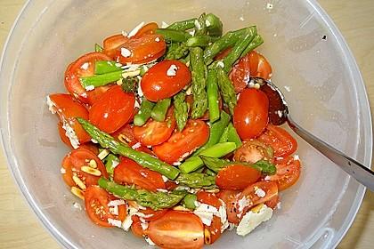 Marinierter Spargel mit Kirschtomaten und gehobeltem Parmesan 12