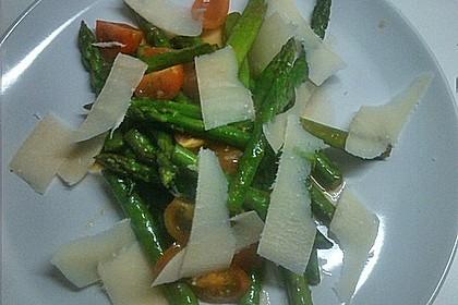 Marinierter Spargel mit Kirschtomaten und gehobeltem Parmesan 18
