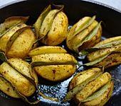 Kartoffeln, gespickt mit Lorbeer (Bild)