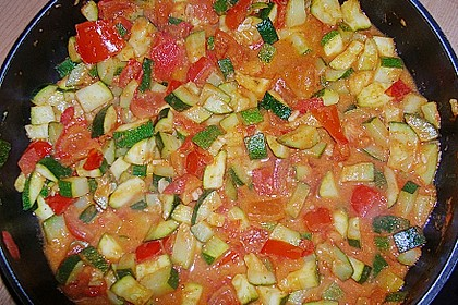 Spaghetti mit Zucchini - Tomaten - Pesto - Sauce