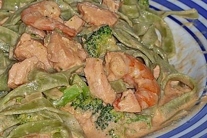 Tagliatelle in  Lachs - Sahne - Brokkoli - Soße 5