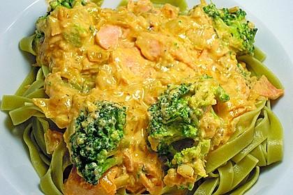 Tagliatelle in  Lachs - Sahne - Brokkoli - Soße 2