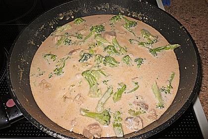Tagliatelle in  Lachs - Sahne - Brokkoli - Soße 7