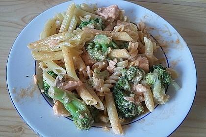 Tagliatelle in  Lachs - Sahne - Brokkoli - Soße 6