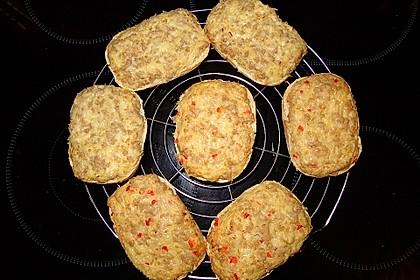 Überbackene Brötchen mit Mett und Käse 2
