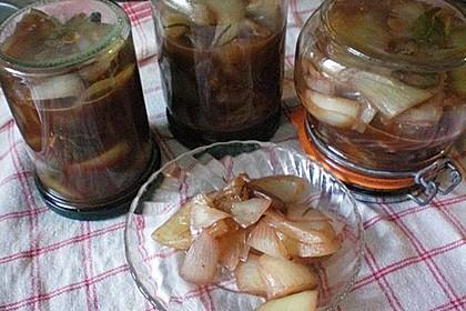 Zwiebeln in Rotwein eingelegt