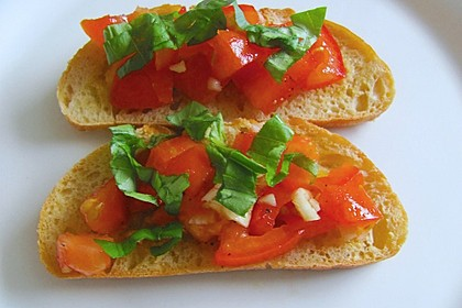 Bruschetta mit Tomaten und Knoblauch 16