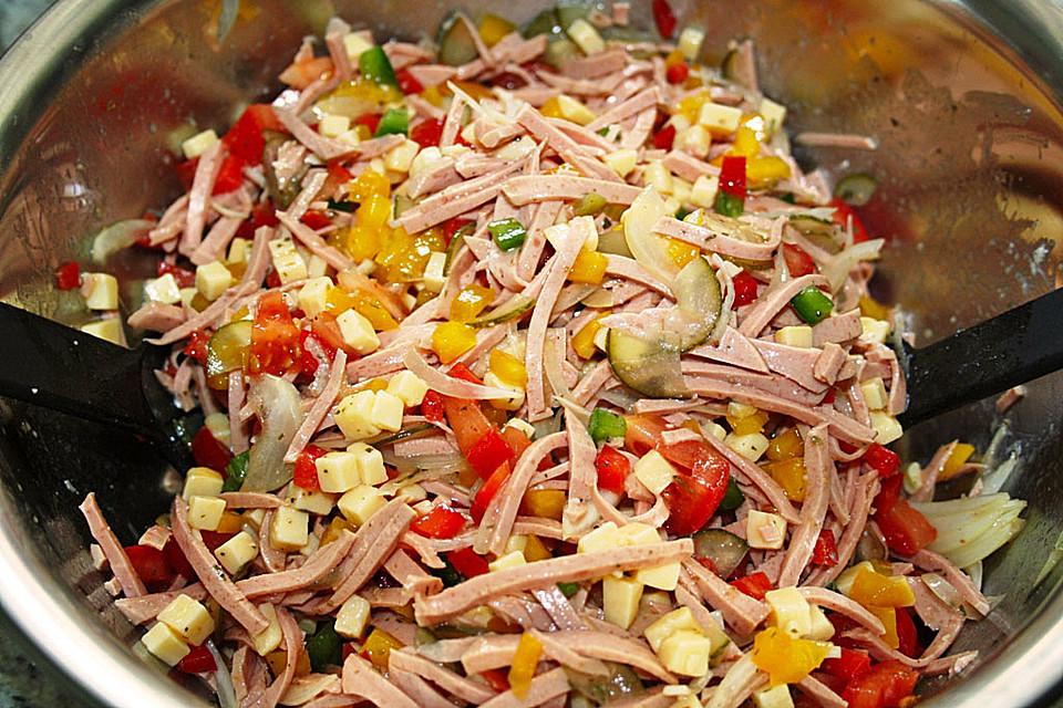 Sommersalat mit wurst