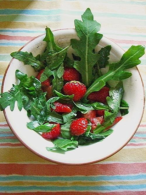 sommerlicher basilikum rauke salat mit erdbeeren rezept mit bild. Black Bedroom Furniture Sets. Home Design Ideas
