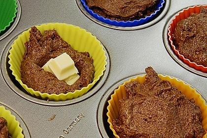 Schokoladentörtchen mit flüssiger weißer Schokolade 16