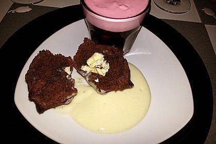 Schokoladentörtchen mit flüssiger weißer Schokolade 9