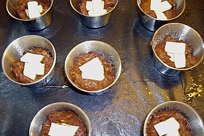 Schokoladentörtchen mit flüssiger weißer Schokolade 18