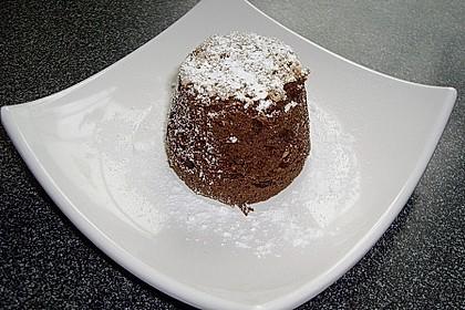 Schokoladentörtchen mit flüssiger weißer Schokolade 10