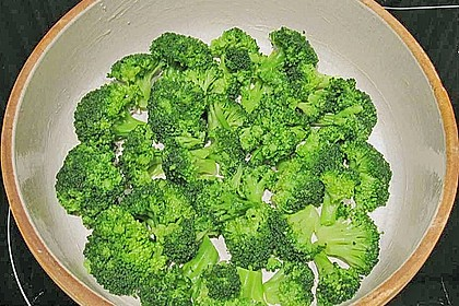 Mit Parmesan überbackener Brokkoli 4